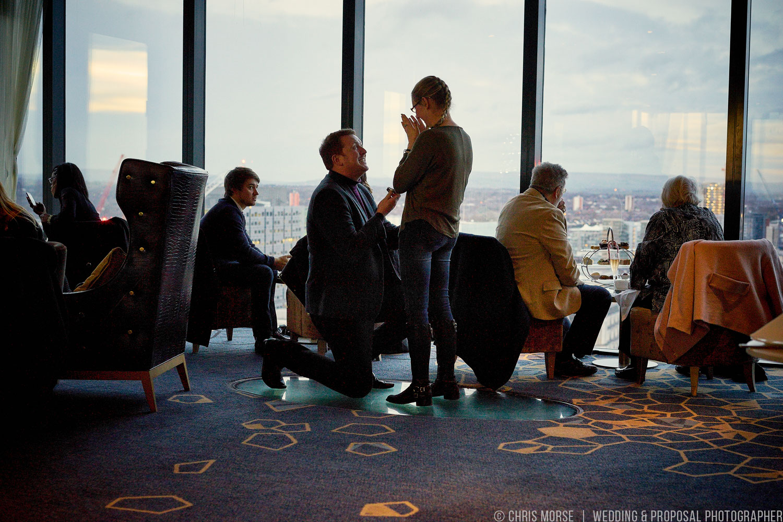man proposing to woman at Cloud 23