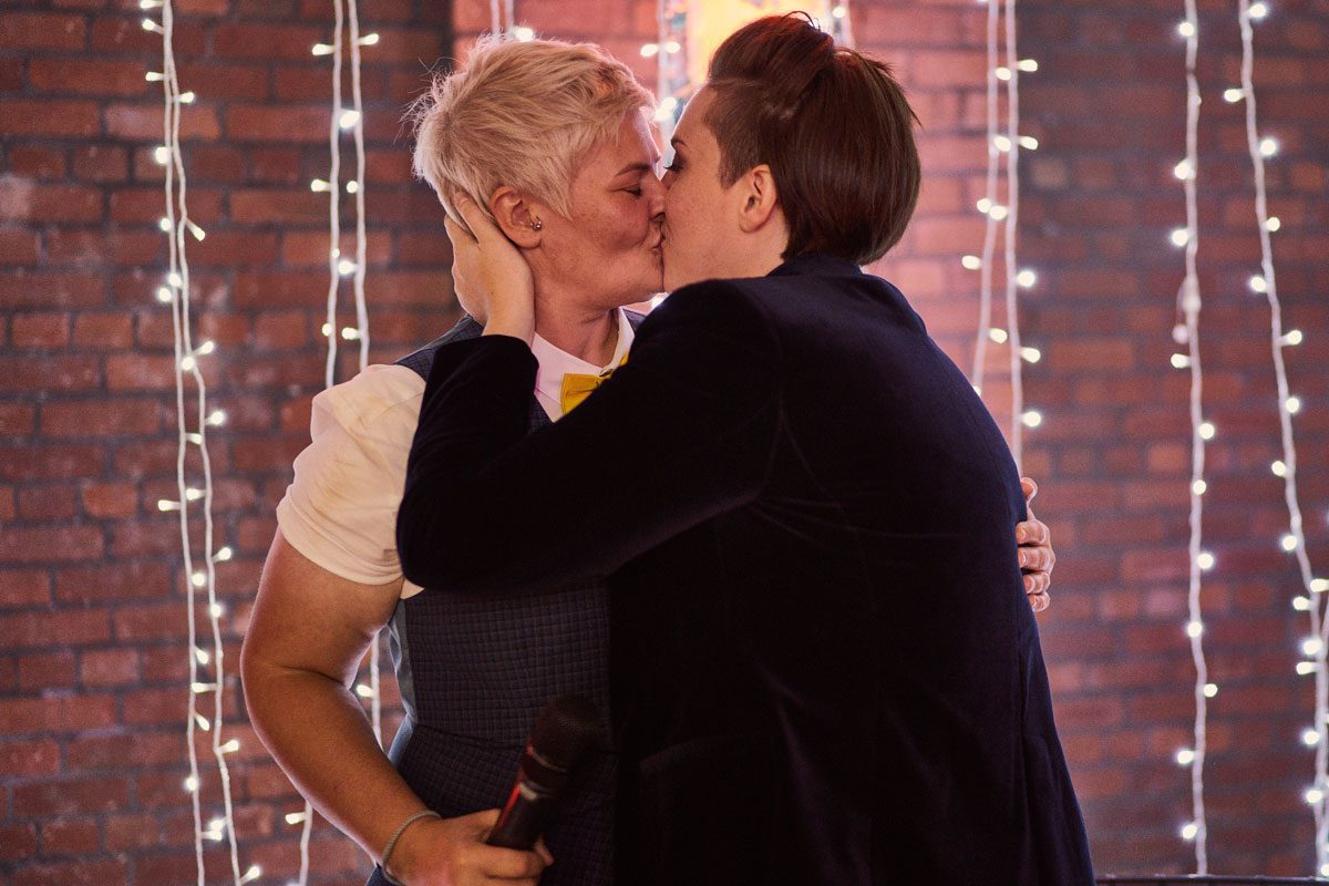 brides kissing after speeches