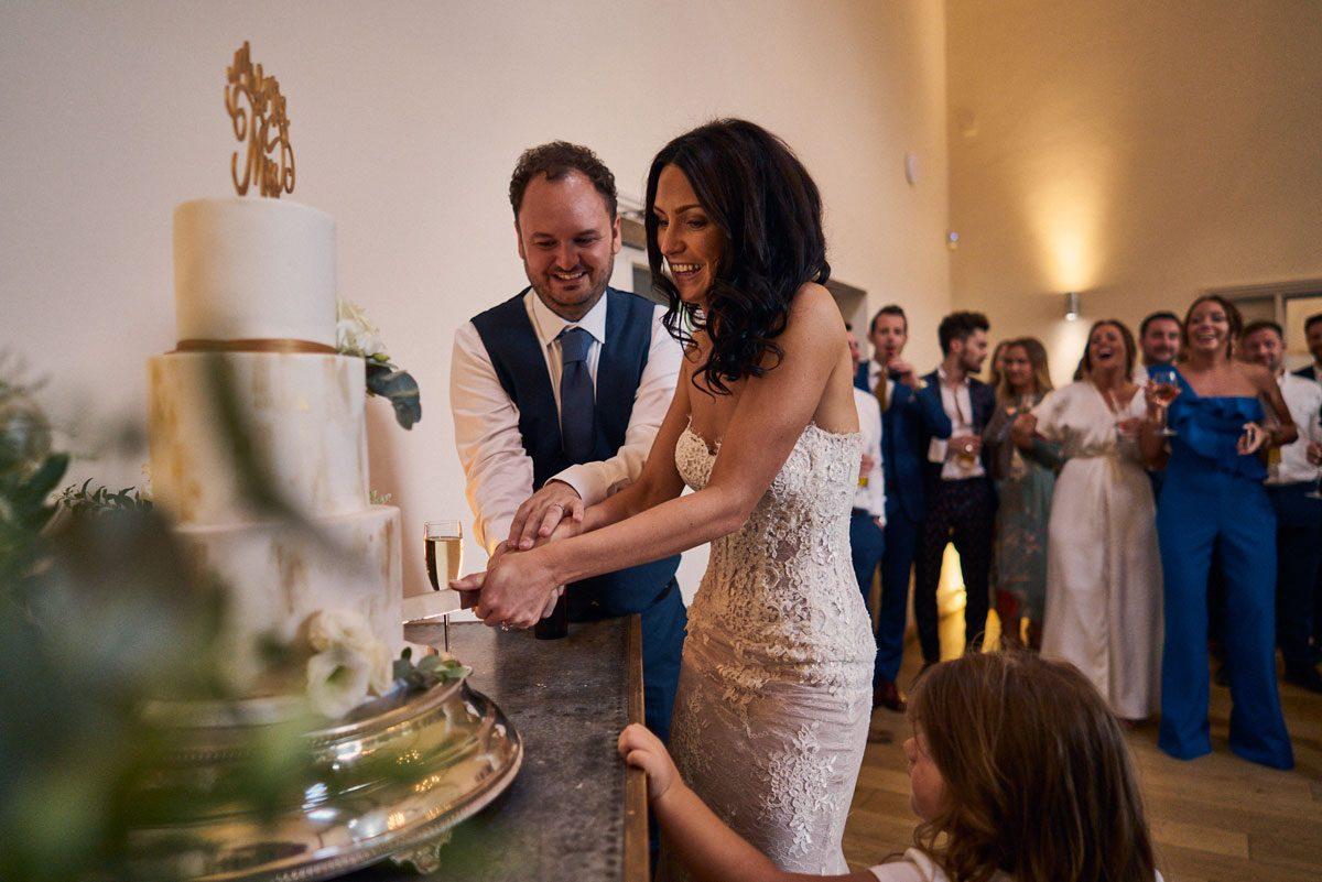 Bride & Groom cutting the cake